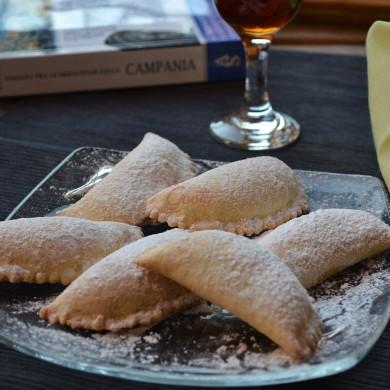 Mezzelune di S. Chiara all'arancia e cannella