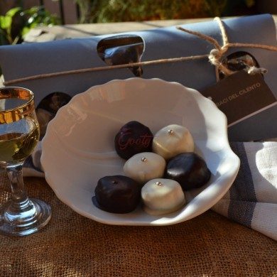 "P.D.O. Cilento white figs ground and covered with dark chocolate ""Baci del Cilento"""